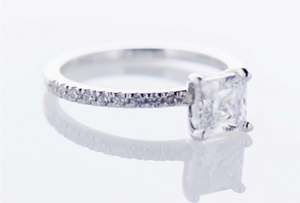 Pavé Platinum Setting (Princess)