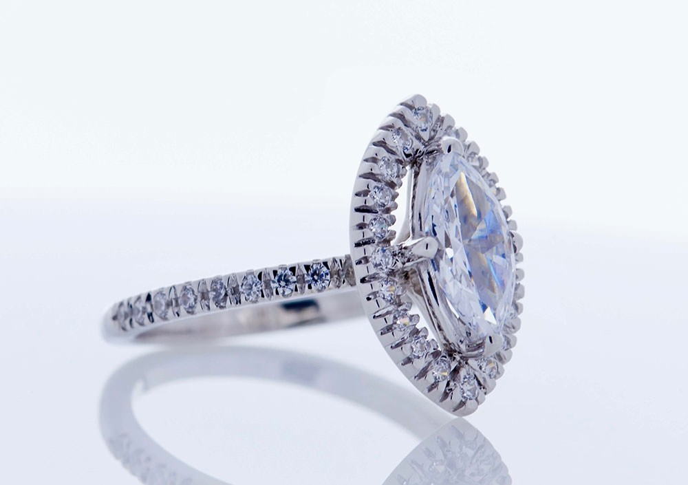 Halo Platinum Setting (Marquise)